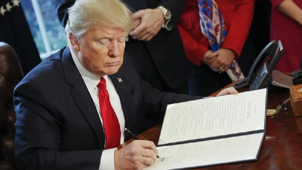 Ésta es una victoria legislativa para Trump, quien durante la campaña prometió eliminar la Ley Dodd-Frank, aprobada tras la crisis de 2008.