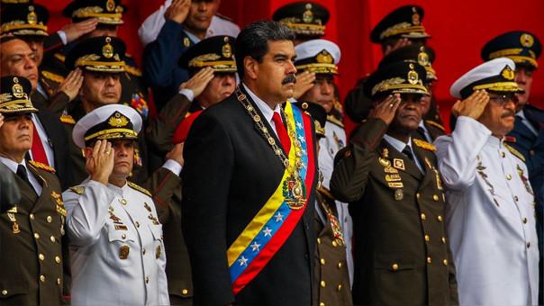 Maduro durante una acto en el que los soldados de la Fuerza Armada Nacional Bolivariana le rindieron honores.