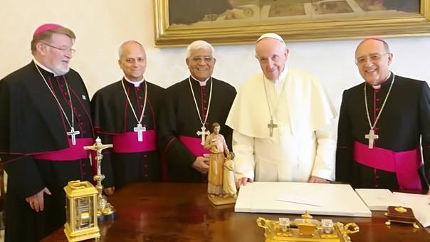 El Pontífice recibió a los Obispos en su Despacho ubicado en la Plaza San Pedro, en la ciudad de El Vaticano.