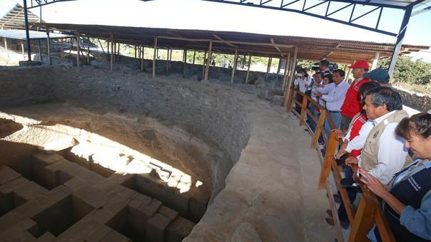 La Cultura Wari se desarrolló en el valle de Ayacucho una zona seca y árida que diera lugar a su nombre (Wari, vocablo quechua que significa indómito y agreste).
