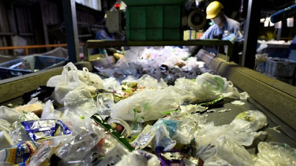 Más de una quinta parte de los residuos de plástico se recicla en Japón y la mayoría del resto se quema como combustible para generar energía o calor.
