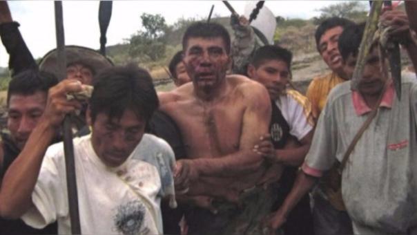 El mayor Felipe Bazán fue tomado como rehén y despojado de sus prendas. Aún se desconoce su paradero.