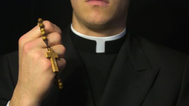 Vaticano suspende a sacerdote de Constitución por abuso sexuales a ex acólito