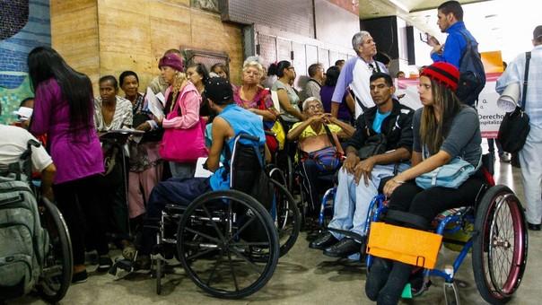 Pacientes con enfermedades crónicas protestaron en la sede del Ministerio de Salud.