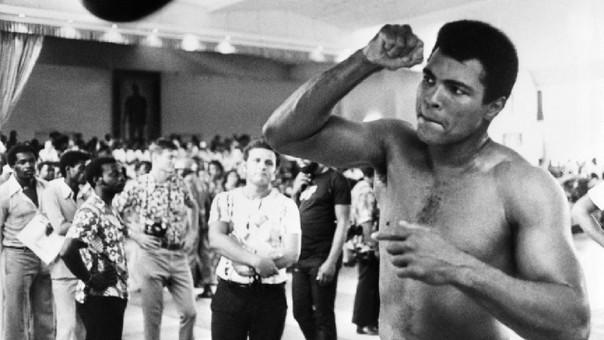 El boxeador llegó a ser condenado a cinco años de prisión por su negativa a participar en la Guerra de Vietnam, la apelación del boxeador llegó al Tribunal Supremo, que acabó dándole la razón y revocándola en 1971.