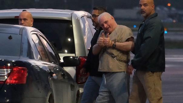 Martinelli siendo transportado al aeropuerto de Miami.