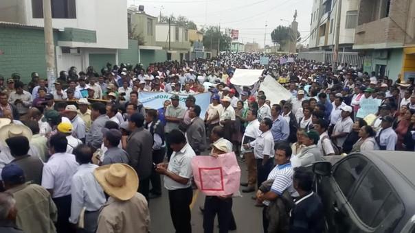 Cientos de agricultores protestaron