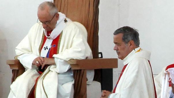 El papa Francisco aceptó el lunes la renuncia de tres obispos chilenos, entre ellos la de Juan Barros, acusado de encubrir los abusos sexuales del sacerdote Fernando Karadima.