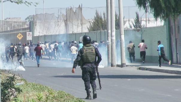 Utilizan gases lacrimógenos contra manifestantes
