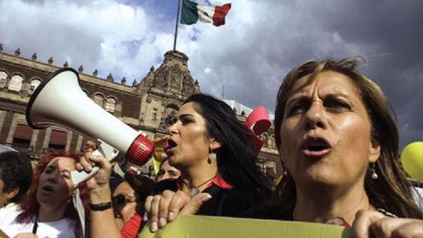 Decenas de ciudadanos protestaron en las plazas de México en rechazo a la violencia política.