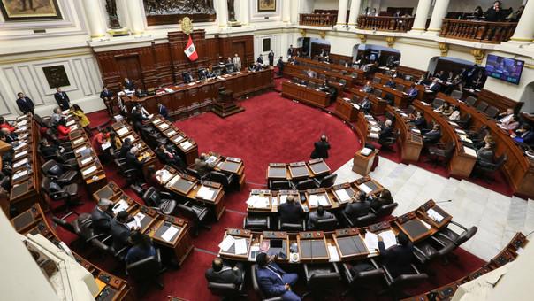 Pleno de Congreso debate el proyecto que regula la publicidad estatal en medios.