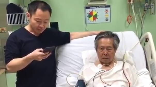 En el video se aprecia a Alberto Fujimori postrado en cama en la clínica Centenario y a Kenji Fujimori leyéndole el documento que ordenaba su indulto.