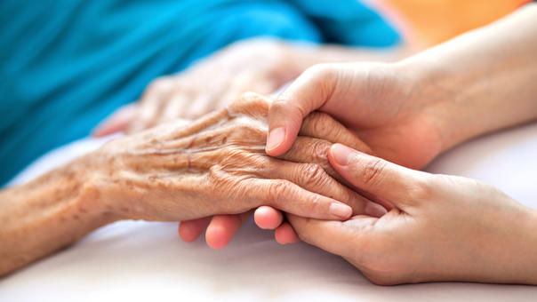 Según los especialistas, los que más sufren en esta enfermedad son los familiares y muchas veces los que padecen de este mal son abandonados.