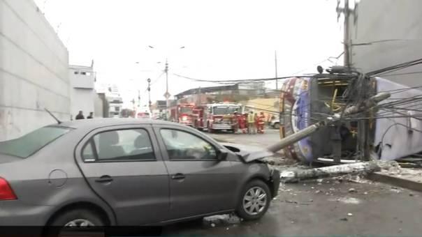Ambos sentidos de la cuadra 9 de la avenida Dueñas fueron cerrados al tránsito vehicular.