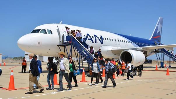La Sala confirma la medida correctiva impuesta a favor de los consumidores afectados, a quienes la aerolínea deberá devolver directamente el costo de los pasajes, sin que estos muestren el boleto aéreo como prueba.