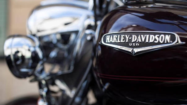 La firma moverá su fábrica de motocicletas ante el aumento de aranceles a importaciones a la Unión Europea.