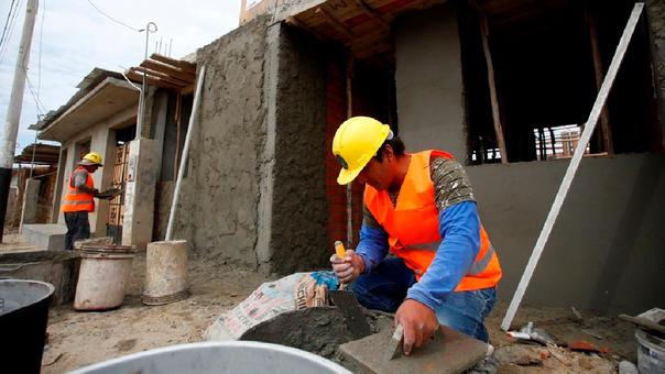 Una de esas modalidades del Techo Propio, es la construcción en sitio propio, para lo cual el beneficiario debe tener un terreno donde construir una vivienda de interés social.