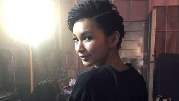 Gemma Chan actriz que da vida Minn- Erva, la villana de la cinta.