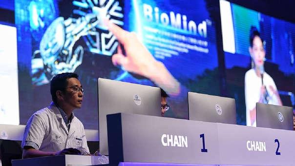 El robot ha sido entrenado durante los últimos diez años mediante el almacenamiento de decenas de miles de imágenes de enfermedades relacionadas con el sistema nervioso, lo que aumenta cada vez más su precisión.