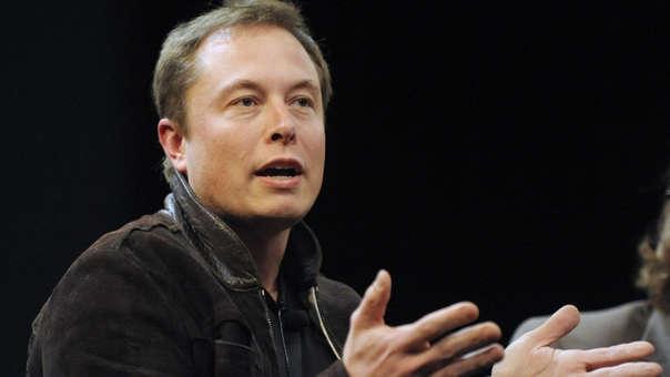 Musk y su minisubmarino de rescate llegan a Tailandia