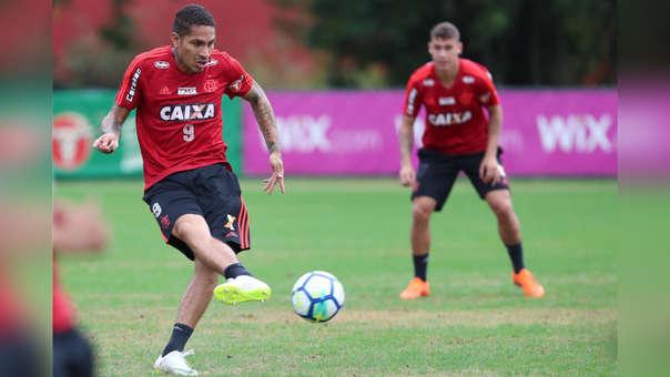 Paolo Guerrero juega con la dorsal '9' en Flamengo.