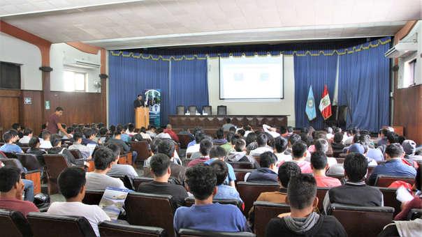Conferencia sobre Proyecto Olmos