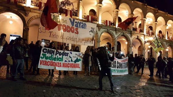 Ciudadanos realizan marcha contra la corrupción