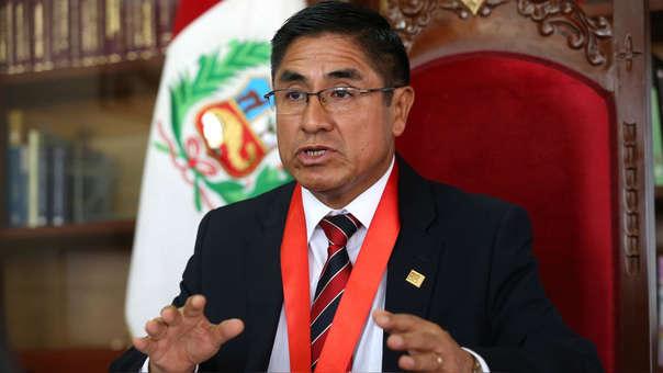 El Fiscal de la Nación solicitó para Hinostroza impedimento de salida del país la noche del jueves.