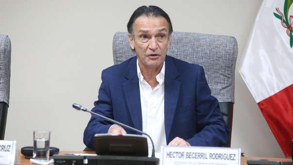 Héctor Becerril criticó la decisión de Martín Vizcarra.