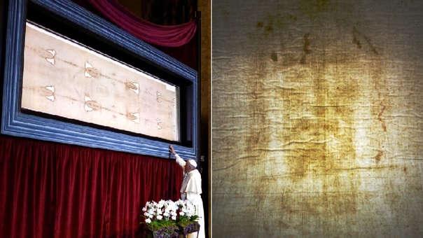 Imagen del papa Francisco rezando ante el Santo Sudario (izquierda) y detalle de la reliquia (derecha).