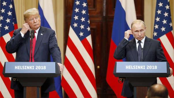 Donald Trump y Vladímir Putin durante su conferencia de prensa de este lunes.