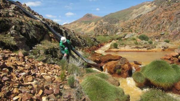 Contaminación de metales pesados en el ecosistema.