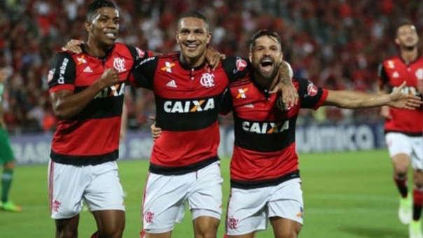 Paolo Guerrero y Diego (derecha) son compañeros en el Flamengo desde el 2016.