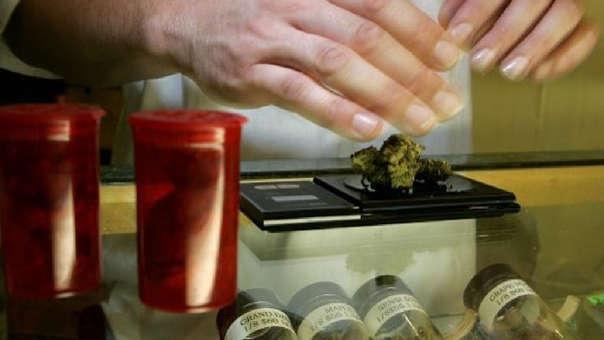 La oficina central del Reino Unido anunció que la medicina basada en cannabis puede prescribirse en el país.