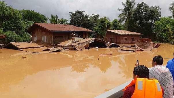 Edificación inundada tras el colapso de la represa Xe Pian Xe Nam Noy, cerca de la provincia de Attapeu.