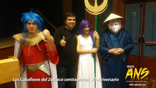 El fundador del fan club, Grupo ANS, y los cosplayers invitados