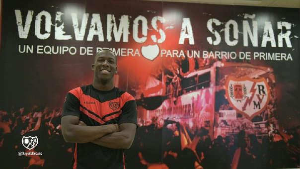 Luis Advíncula jugará como cedido en el Rayo Vallecano por una temporada con opción de compra.