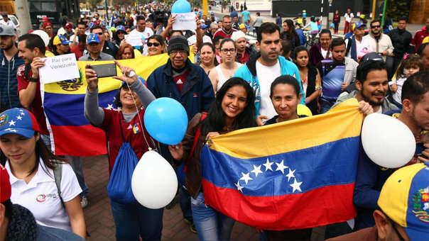 La otra mitad de ciudadanos venezolanos que están en el país no universitarios no graduados, emprendedores, profesionales técnicos y menores de edad.