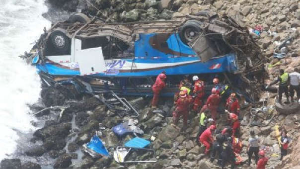 El accidente se registró en el kilómetro 48 de la carretera Panamericana Norte y dejó 52 muertos.