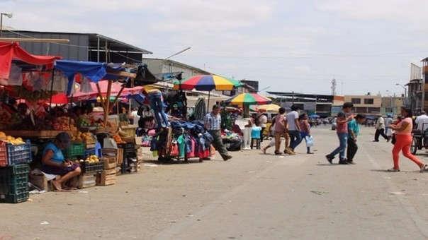 Ambulantes en calles del Modelo de Chiclayo