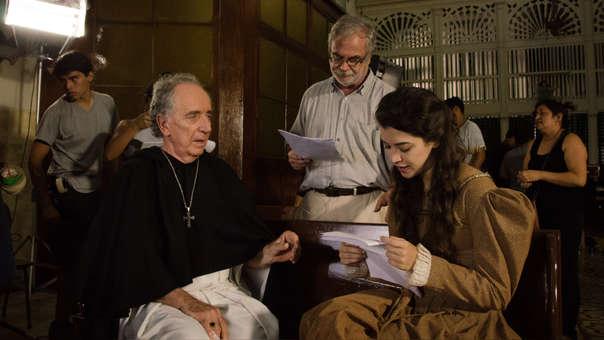 Hernán Romero, Fiorella Pennano ─protagonistas de la cinta─ junto al director Augusto Tamayo.