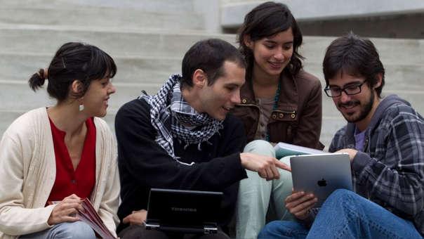 Ocho de cada diez jóvenes peruanos inicia su trabajo en la informalidad, según la Fundación Forge.