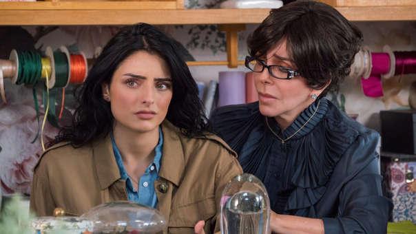 Aislinn Derbez interpreta a la hija del personaje de Verónica Castro en la serie de Netflix.