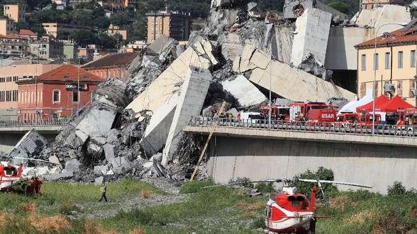 Trabjadores en la zona del accidente en Génova.