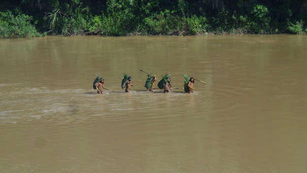 Pueblo en aislamiento Mashco Piro en el río Las Piedras en la Reserva Territorial de Madre de Dios.
