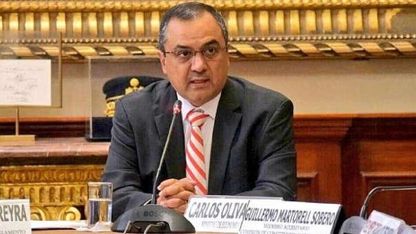 Ministro Carlos Oliva asegura que norma genera gasto al Ejecutivo.