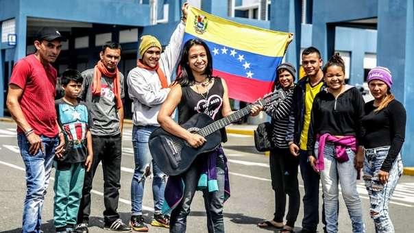 Inmigrantes venezolanos en el CEBAF, tras el ingreso a territorio peruano.