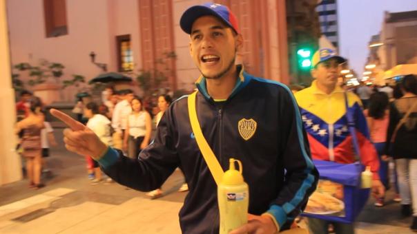 Estudiantes, ingenieros, mecánicos y periodistas venezolanos, entre otras muchas profesiones, encontraron en la venta callejera de su comida popular como las arepas y la tizana, un primer paso para establecerse en Perú.
