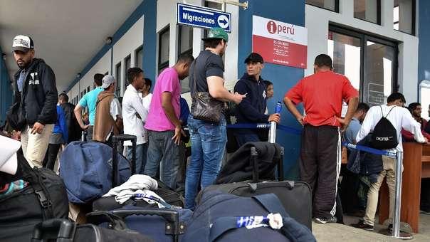 Inmigrantes venezolanos en el CEBAF de Tumbes.