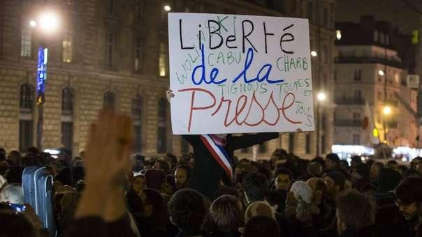 Protestas en defensa de la liberta de prensa en Francia.